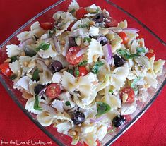 For the love of cooking mediterranean chicken pasta salad Mediterranean Chicken, Mediterranean Recipes, Mediterranean Appetizers, Mediterranean Style, Greek Salad Pasta, Soup And Salad, Pot Luck, Grilled Chicken Pasta, Salad Chicken