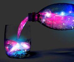 Karanlıkta parlayan bir içeceğe ne dersiniz?