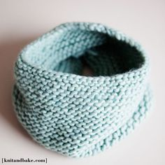 [ knitandbake.com ] free knitting pattern for simple garter stitch cowl <3