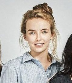 The shirt, the hair, the no make up make up, the SHIRT. I love everything about it (except for the picture's quality) #jodiecomer…