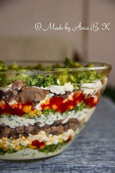 Sałatka warstwowa z brokułem i pieczarkami - przepisy z myTaste