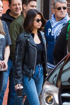 October 1: Selena leaving her apartment in New York, NY [HQs]