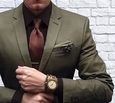 Men's green custom suit with a red tie, black shirt and watch. Get all your men's custom clothing needs from Giorgenti New York. Contact our expert stylists today. Mens Fashion Suits, Mens Suits, Boy Fashion, Costume Classe, Green Suit Men, Olive Green Suit, Style Gentleman, Moda Formal, Dapper Men