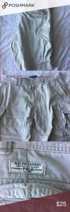 Ralph Lauren classic polo chino cargo shorts Preloved 🍂 good condition 🍂 rip on lower left front side next to cargo pocket shown in pic above 🍂 6 pockets 🍂 100% Cotton Ralph Lauren Shorts Cargo