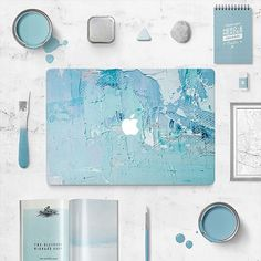 Wouldn't this look amazing on your desk? 👩🏼💻Pick out a new