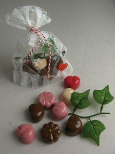 Een namaak chocolade slagroom taart een decoratie ronde for Decoratie nep snoep
