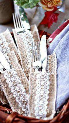 I love setting a pretty fall table and these sweet silverware pockets make that easy! Burlap and lace is both rustic and elegant, words that describe fall ente… Burlap Projects, Burlap Crafts, Burlap Flowers, Burlap Lace, Fall Crafts, Christmas Crafts, Arts And Crafts, Silverware Holder, Utensil Holder