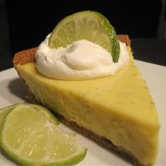 Easy Key Lime Pie I - To make this tart and creamy blue ribbon pie, egg yolks, lime juice and condensed milk are stirred together, poured into a graham cracker crust, and baked. Köstliche Desserts, Delicious Desserts, Dessert Recipes, Recipes Dinner, Drink Recipes, Yummy Treats, Sweet Treats, Key Lime Pie, Pie Recipes