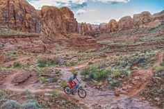 Hymasa singletrack at dusk. Moab, UT. Rider: Pete Campbell. Photo: Erik Proano