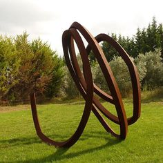 Bernar Venet and Kiki Smith will be awarded the International Sculpture Center's 2016 Lifetime Achievement Award on February 29, 2016. The award was established in 1991 to recognize individual sculptors who have made exemplary contributions to the field of sculpture.   We are pleased to announce Bernar Venet's first solo-exhibition at the gallery which will be on view from April 28 - June 17, 2016.   #BernarVenet #angles #monumentalsculpture #publicart @sculpturecenter