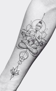 24 Creative Arm Tattoo Designs For Men That All Women Love. A simple linework or… 24 Creative Arm Tattoo Designs For Men That All Women Love. A simple linework or geometric design is more than enough to create something unique! Yoga Tattoos, Forearm Tattoos, Body Art Tattoos, Sleeve Tattoos, Tattoo Arm, Arm Tattos, Tattoo Linework, Hand Tattoo, 100 Tattoo