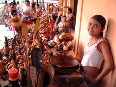 Muestra de la artesanía nacional e internacional presentada durante la XIV Feria Internacional de Tintorero, en el municipio Jiménez del estado Lara. 23-08-2005