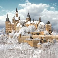 Hohenzollern Castle Hechingen Germany with snow pieces) Beautiful Castles, Beautiful Places, Oh The Places You'll Go, Places To Travel, Photo Chateau, Chateau Medieval, Château Fort, Germany Castles, Ireland Castles
