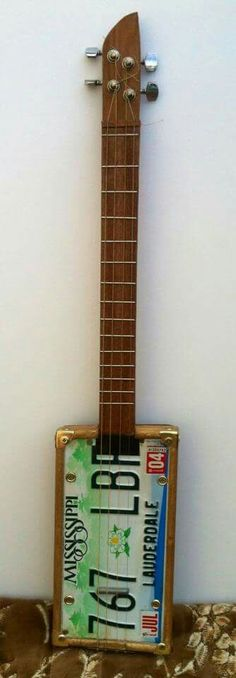 Licence plate guitar