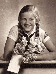 Picture Photo Young Bund Deutscher Mädel League German Girls W Flowers 2777