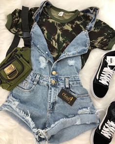 How to wear fall fashion outfits with casual style trends Teen Fashion Outfits, Cute Fashion, Outfits For Teens, Girl Outfits, Jeans Fashion, Fashion Night, Night Outfits, Trendy Fashion, Winter Outfits