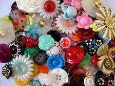 Google Image Result for http://cn1.kaboodle.com/img/c/0/0/17c/3/AAAADJ0fQjUAAAAAAXwxdg/7-vintage-plastic-buttons-green-with-unique-assorted-colors-inside-23mm-can-be-use-as-beads-for-button-jewelry.jpg?v=1314306787000
