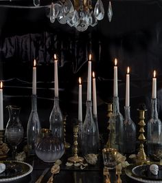 Elegant Halloween Tablescape by Spooky Halloween, Soirée Halloween, Halloween Inspo, Halloween Dinner, Halloween Home Decor, Holidays Halloween, Gothic Halloween Decorations, Autumn Party Decorations, Halloween Wedding Centerpieces