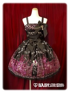 Brand: Alice and the Pirates Item Type: Merry Making in the Ghost Town JSK Price: ¥26,010 Year: 2013 Colors: Black Features:lining, partial sheering, detachable bow Bust: 85-98 Waist: 72-85 Length: 93