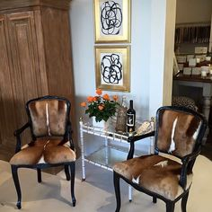 Some of the many unique finds @shophousedallas Gorgeous springbok hide chairs! And they go perfect with the gold leaf framed Black and white art 🤗 #hidechairs #frenchchairs #abstractart #black #white #graphic #dallas #blackandwhite #gold #goldleaf #pairofchairs #shophousedallas #modernclassic #foreverart #jenn_thatcher_art