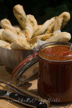 Parmesan-Kräuter-Breadsticks und homemade Honey-Barbecue-Sauce - Zimtkeks und Apfeltarte