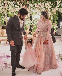 Mom Daughter Matching Dresses, Fancy Kurti, Aiman Khan, Queen Fashion, Bridesmaid Dresses, Wedding Dresses, Beautiful Family, Celebs, Celebrities
