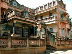 Beautiful Chettinad Palace and Houses – Amazing Architecture Indian Architecture, Classic Architecture, Amazing Architecture, Village House Design, Village Houses, Chettinad House, House Plans Mansion, Rural House, Indian Homes