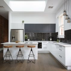 First home reveal on @RenoRumble for such a a deserving couple! Design duo @sarahandrenee tackled the kitchen and have completely transformed this small dark claustrophobic space into a striking modern industrial kitchen. Nailed it with the monochrome scheme of white and charcoal and @caesarstoneau benchtops. @colinandjustin we agree - the kitchen is 'miraculous' and hard not to like!! #9RenoRumble #freedomkitchens #kitcheninspo #kitchens #industrial #inalto #appliances by freedom_kitchens