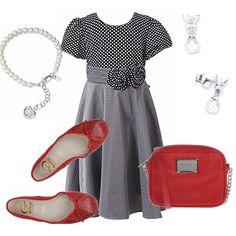 Un outfit davvero elegante pernsato per una ragazzina : abitino con corpetto a pois, fascia in vita e gonna a campana in grigio. Ballerina rossa, abbinata ad una piccola tracolla. Bracciale ed orecchini in perle.