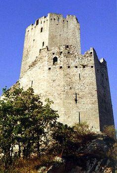 Donjon et sa chemise .Le château de l'Ortenbourg. Alsace