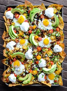 Huevos Rancheros Breakfast Nachos is a quick and easy recipe that will have the family fighting for leftovers! Those runny eggs make any meal complete. Breakfast Nachos, Breakfast Desayunos, Mexican Breakfast Recipes, Brunch Recipes, Mexican Food Recipes, Vegetarian Recipes, Cooking Recipes, Healthy Recipes, Chorizo Breakfast