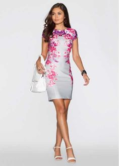 Bekijk nu:Heerlijk vrouwelijke jurk met elegante bloemenprint. Met ritssluiting achter.