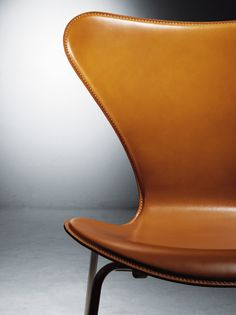 Tower Mill Concept // Danish Design, Series 7 Chair by Arne Jacobsen Danish Furniture, Plywood Furniture, Modern Furniture, Home Furniture, Furniture Design, Arne Jacobsen Chair, Deco Design, Design Design, Leather Furniture