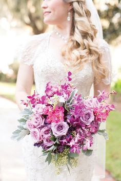 From blues to purples, these unique and elegant wedding decorating ideas will be sure to help your wedding shine. Get inspired!