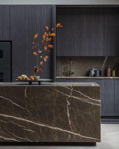 Modern Kitchen Design, Interior Design Kitchen, Stone Kitchen Island, Stone Benchtop, Marble Island, Walnut Dining Table, Bespoke Kitchens, Cuisines Design, Black Kitchens
