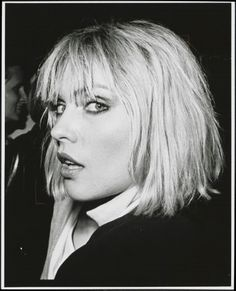 The 23 Best Bobs of All Time: From Coco Chanel to Sam Rollinson - - The 23 Best Bobs of All Time: From Coco Chanel to Sam Rollinson Hairstyles and ideas Debbie Harry stumpf geschnittener Bob mit vollen Fransen. Blondie Debbie Harry, Debbie Harry Hair, Best Bobs, Nostalgia, Ted Bundy, Female Singers, Look At You, Blondies, Hair Inspo