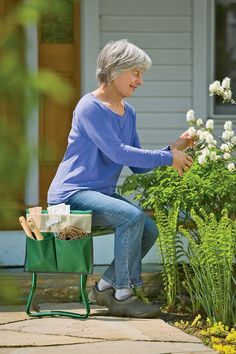 Kneeler Tool Pouches *Kneeler Pouch shown with Deep-Seat Garden Kneeler, sold separately.