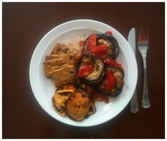 01-2 Lunch:  Tofu (chili), sweet potato, aubergine (salt & pepper, balsamico) and tomato. Used olive oil for frying, which I later heard is a no no.