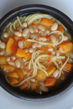 Beans with reins version 01 Veggie Recipes, Vegetarian Recipes, Cooking Recipes, Healthy Recipes, Chilean Recipes, Chilean Food, Liquid Meals, Spanish Dishes, International Recipes