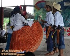 [A group of children perform a local dance from Chiriqui province.]