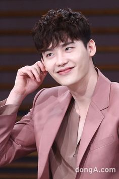Lee​ Jong Suk - W Two Worlds Presscon 2016.07.18 Cr. Logo