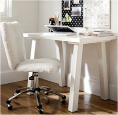 In love with this desk.. it's perfect <3