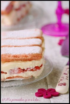 Fraisier express trop fastoche. - Mes gourmandises, qu'on se le dise ... Tupperware, Food For Thought, Vanilla Cake, Love Food, Barbecue, Dinner Recipes, Cooking Recipes, Pudding, Sugar