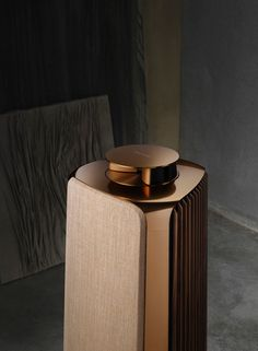 Bang & Olufsen wants to dominate your living room - Esquire Middle East Art Deco Furniture, Modern Furniture, Furniture Design, Bang And Olufsen, Speaker Design, Shabby Chic Decor, Modern Chairs, Luxury Bedding, Chair Design