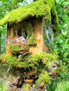 Claddagh House a OOAK Irish Fairy House. via Etsy. Love the moss covered roof . Kinda like a bird house. Fairy Garden Houses, Gnome Garden, Garden Cottage, Witch's Garden, Fairy Furniture, Miniature Furniture, Gnome House, Fairy Doors, Miniature Fairy Gardens