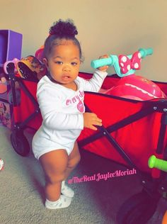 She is sooo cute 😘 Cute Little Baby, Pretty Baby, Cute Baby Girl, Little Babies, Cute Babies, Baby Kids, Kids Fever, Baby Fever, Beautiful Black Babies