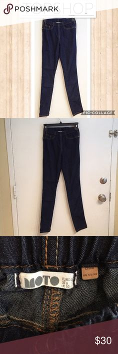 "TOPSHOP Moto Dark Wash Jeggings Topshop Moto Jeggings with elastic waist. Dark wash. Size W28/L32. Measures 10.5"" flat and unstretched at waist, 7.5"" front rise, 30"" inseam, and 5"" ankle opening. Great staple item.  #topshop #moto #jegging #legging #skinnyjean #basic #staple #punkydoodle   No modeling Smoke free home I do discount bundles Topshop Jeans Skinny"