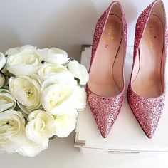 Roses for Mom ♡♡♡ / The Chicest Chicks Dream Shoes, Crazy Shoes, Me Too Shoes, Bride Shoes, Wedding Shoes, Glitter Bomb Mail, Glitter Roots, Good Morning Ladies, Cinderella Slipper
