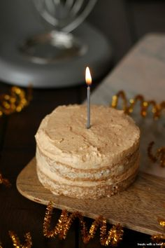 Baby's Applesauce Cake with Peanut Butter Frosting - Treats With a Twist - Zuckerfreier Kuchen Baby Applesauce, Applesauce Cake Recipe, Healthy Birthday Cakes, Healthy Cake, Smash Cake Recipes, Baby Food Recipes, Baby Recipes, Peanut Butter Frosting, Healthy Peanut Butter