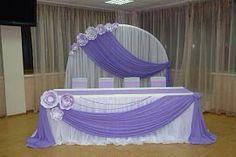 Hermosa y sencilla decoración para mesa central